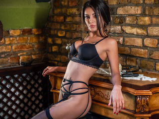 SophieJoy girl coming on webcam